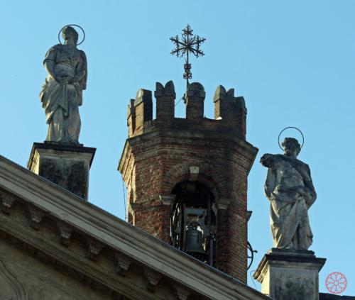 AF 16 Particolare della Torre campanaria con a sinistra Santa Maria Maddalena e a destra San Logino