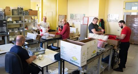 """Il laboratorio """"Lavorazioni conto terzi"""" all'interno della Casa di Reclusione di Padova"""