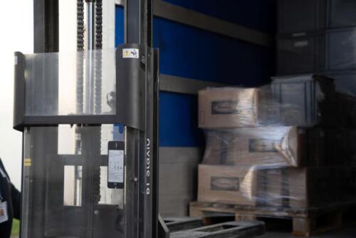 Il camion AltraCittà che ritira prodotti da lavorare e consegna la merce lavorata (lavoro conto terzi nella Casa di Reclusione di Padova).