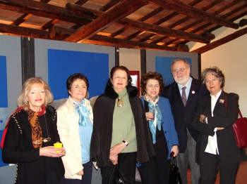 Maria Irma Mariotti (prima a sinistra) con Luccia Danesin Maria Baldan Laura Borelli Giorgio Segato e Alessandra Pucci
