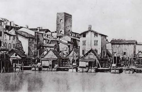 La concentrazione di  mulini galleggianti a Ponte Molino prima della loro definitiva demolizione.