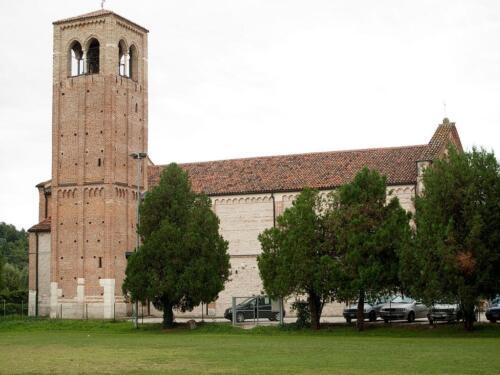 03 - Veduta laterale con il campanile