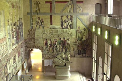 05 - Il Liviano, Atrio con affreschi di Massimo Campigli e Statua di Tito Livio di Arturo Martini