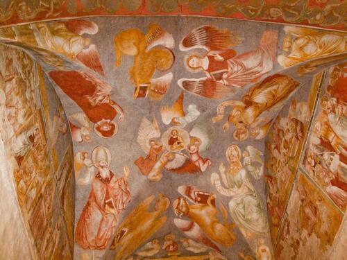 09 - Affresco della volta a botte centrale con il Cristo benedicente attorniato da quattro angeli, dai quattro evangelisti e da quattro dottori della Chiesa