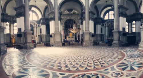 09 - Santa Maria della Salute, Interno - https://live.staticflickr.com/1845/43628800745_90cd899a5a_b.jpg